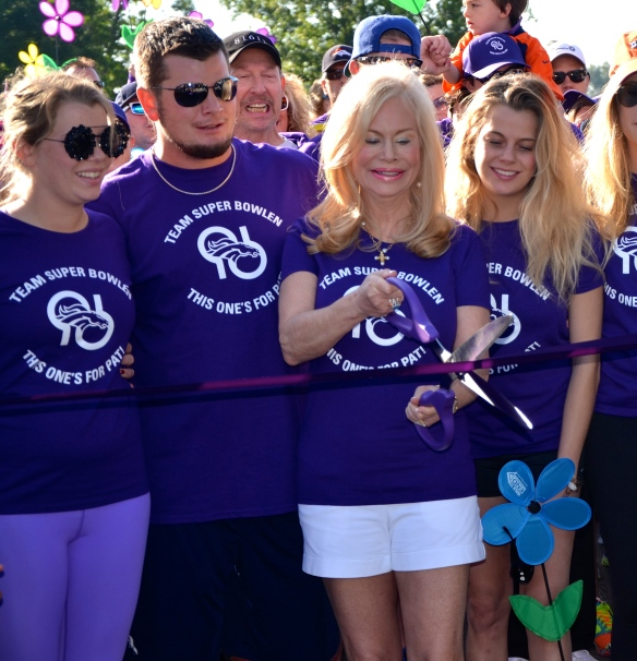 Mrs. Annabel Bowlen cutting the ribbon at the 2014 Walk to End Alzheimer's